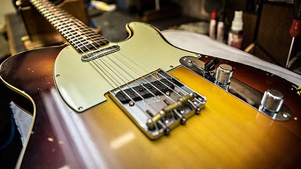 FENDER® CUSTOM SHOP发布限量版SHERYL CROW签名吉他,支持提高乳腺癌意识    Fender为曾经罹患乳腺癌最终康复的唱作歌手Sheryl Crow荣誉推出这把真正别具意义的Limited Edition Sheryl Crow 1959 Custom Telecaster限量版吉他。     Limited Edition Sheryl Crow 1959 Custom Telecasters限量版吉他总共只制作了60把,其中一把由Crow签名后于全国乳腺癌宣传月赠予全